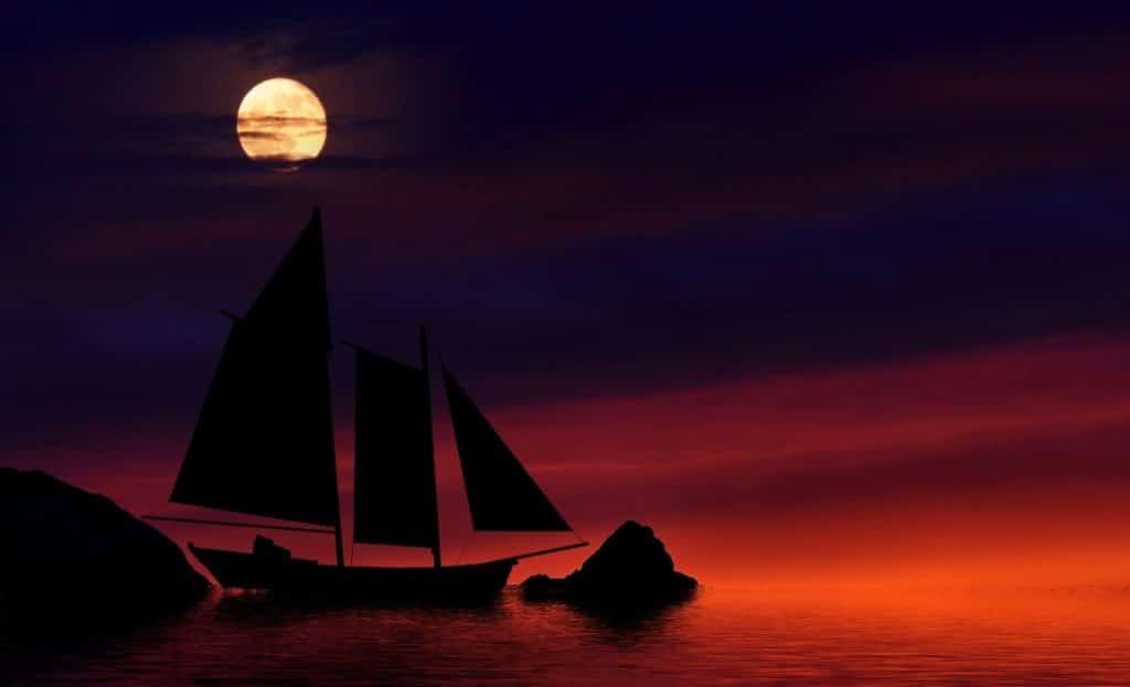 Лодка на лунна светлина без навигационни светлини
